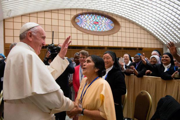 Ordenar a las mujeres católicas como diáconos