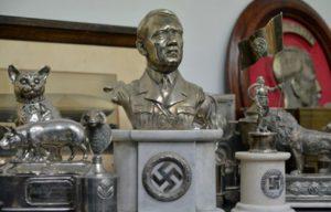 Los símbolos nazis y la religión política